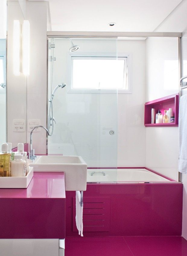 linda ointura em magenta no banheiro