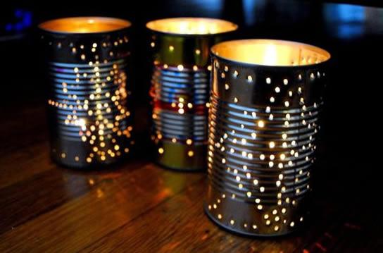 luzes dentro das latas de leite recicladas