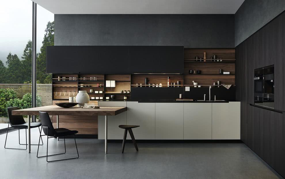 madeira com tonalidade mais escura decorando a cozinha