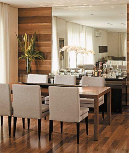 madeira envernizada na sala de estar