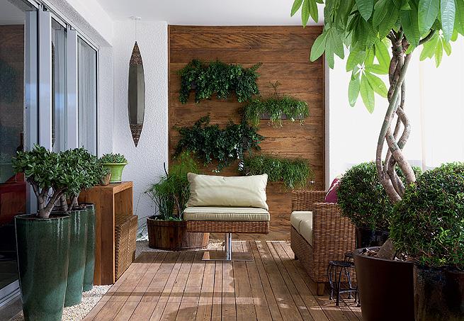 madeira no tom pardo na varanda