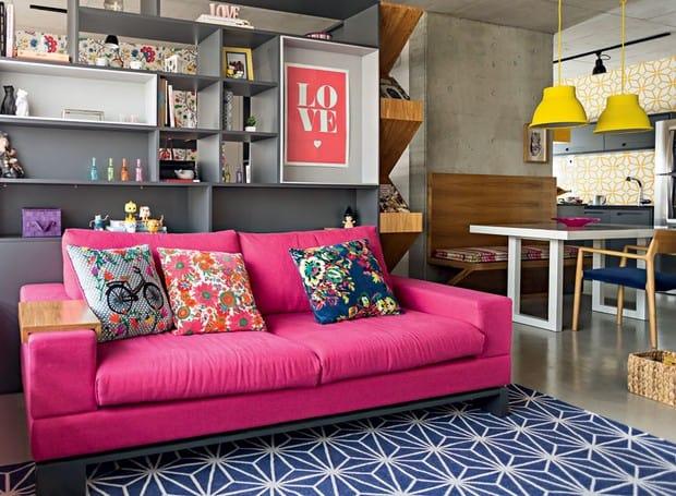 sofá magenta na sua sala