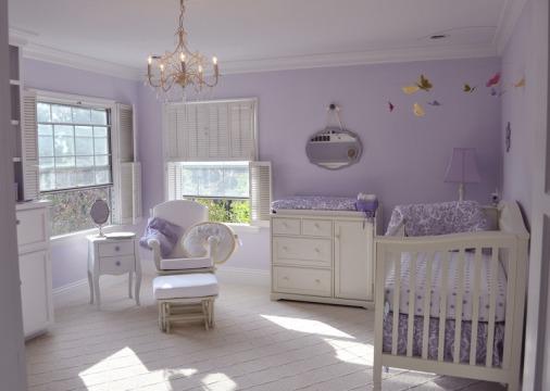 Combinação de lilás com branco no quarto