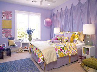 Cores lilás e branco no quarto