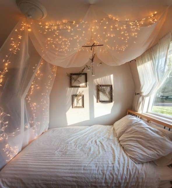 Cortinas iluminadas com luz decorativa noq uarto