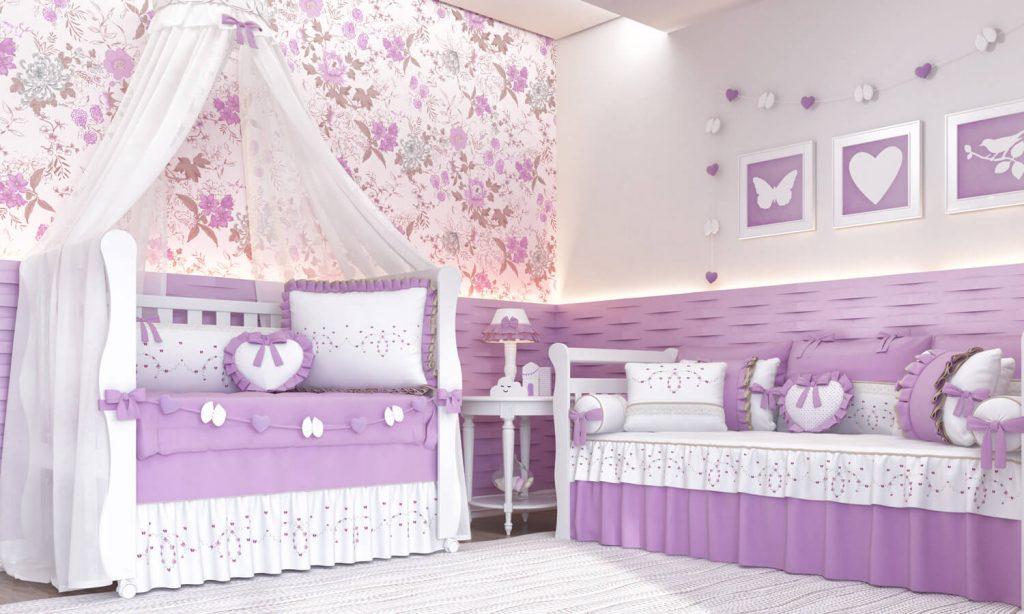 Flores rosas na cortina e pinrura em lilás no quarto