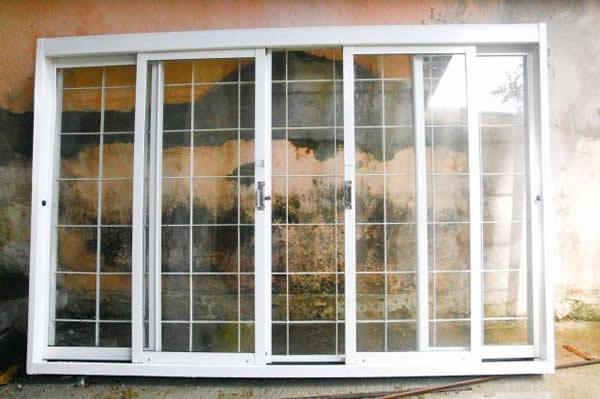 Grades simples em uma janela grande