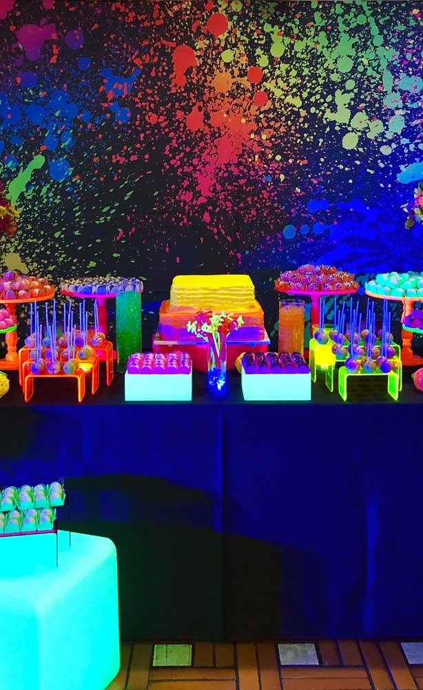 Iluminação de mesa de festa neon