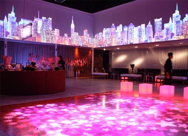 Iluminação para aniversário com luzes rosa