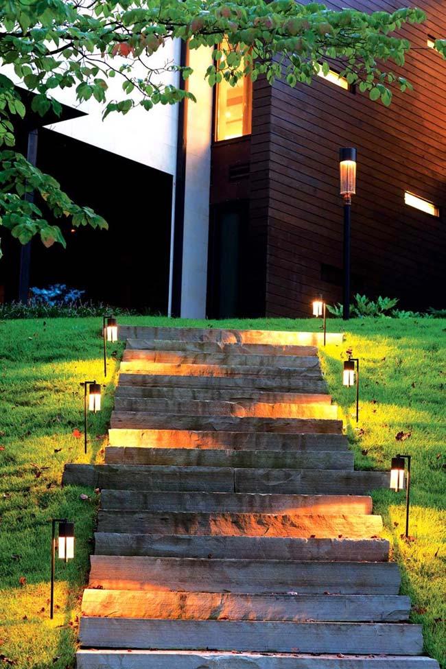 Lampadas de led na escada do jardim