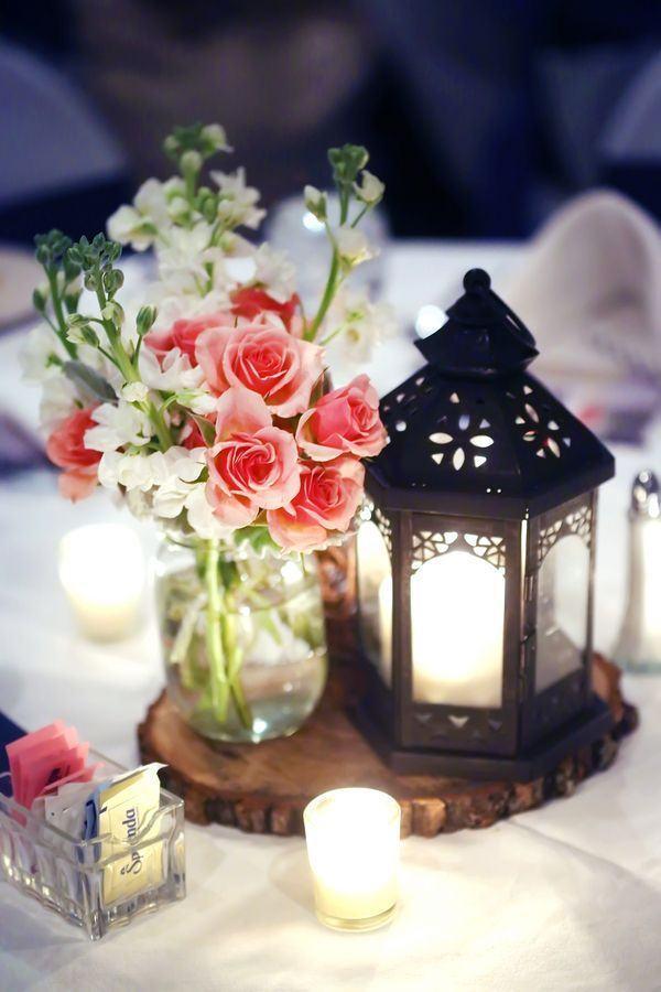 Lindo arranjo com velas em um casamento