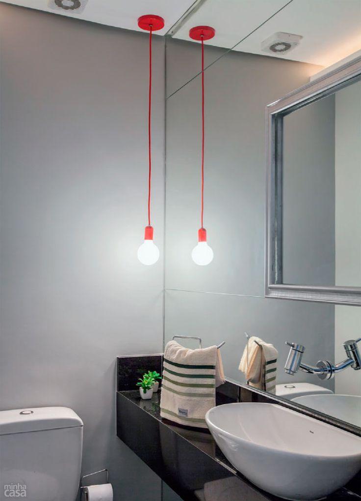 Luz pendurada para deixar banheiro moderno