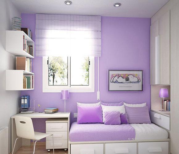 Móveis brancos e parede em lilás