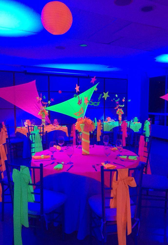 Neon iluminando uma festa