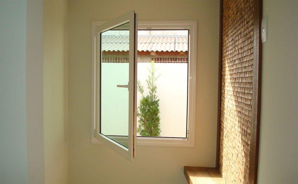 Simples janela confeccionada em alumino