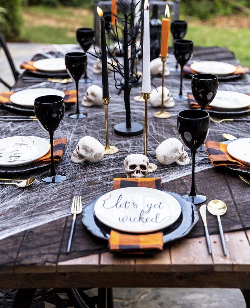 Velas decorando a mesa de halloween