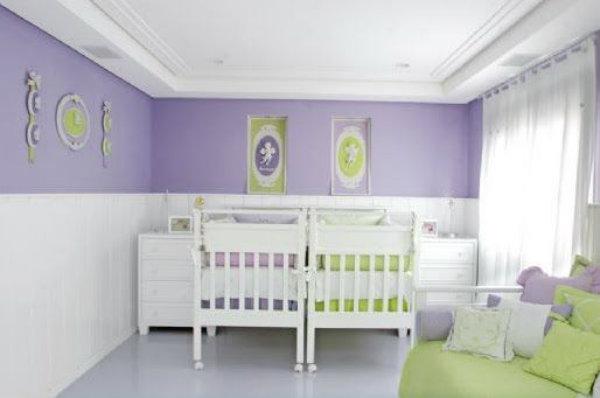 Verde nos detalhes e lilás nas paredes da mesma decoração