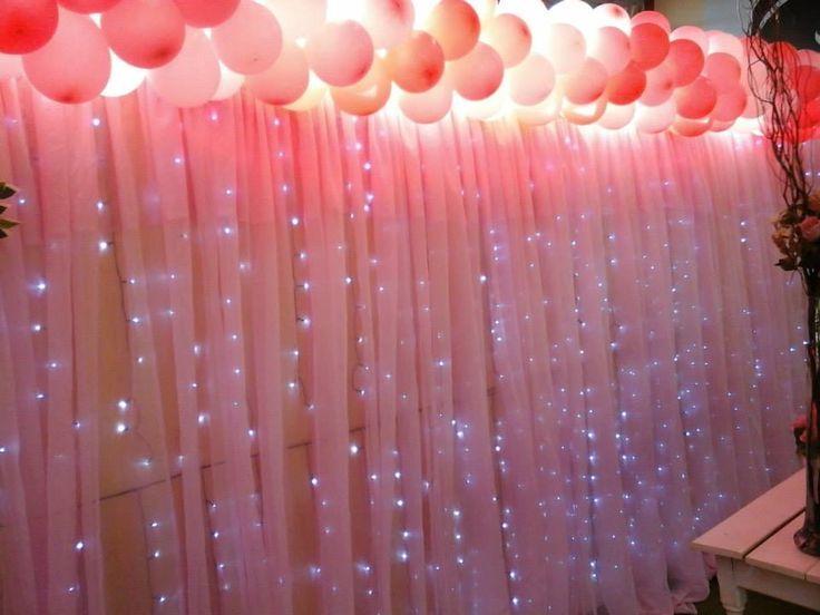 corina rosa com luzes decorativas