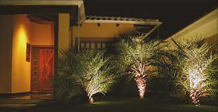 iluminação de jardim na parte de fora da casa