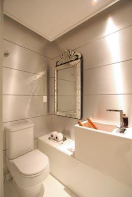 luz centralizada na decoração do banheiro