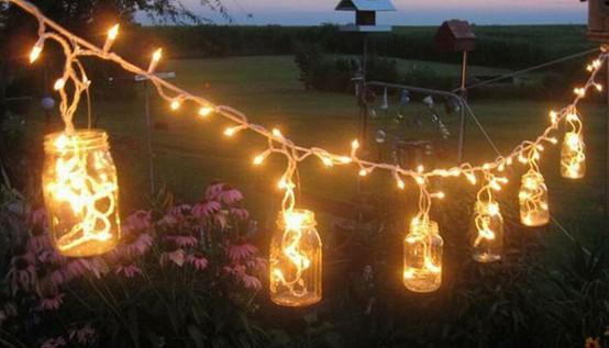 luzes decorativas dentro de garrfaas