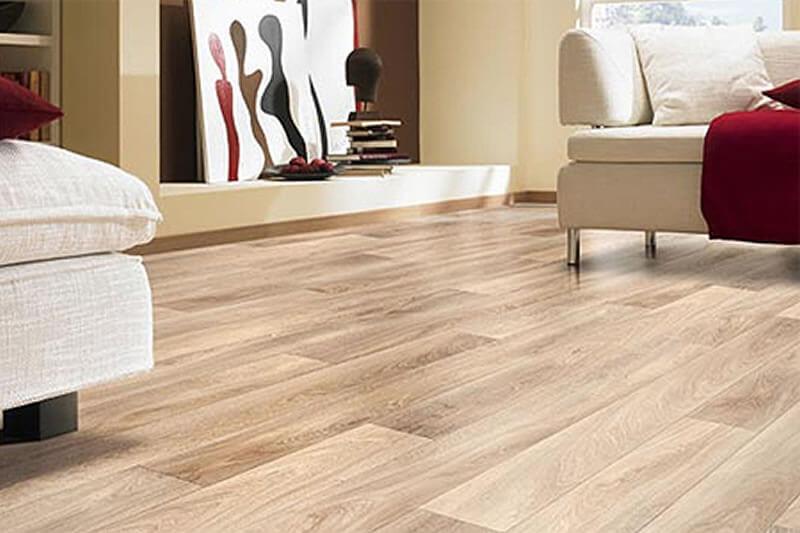 madeira clareada no piso da sala