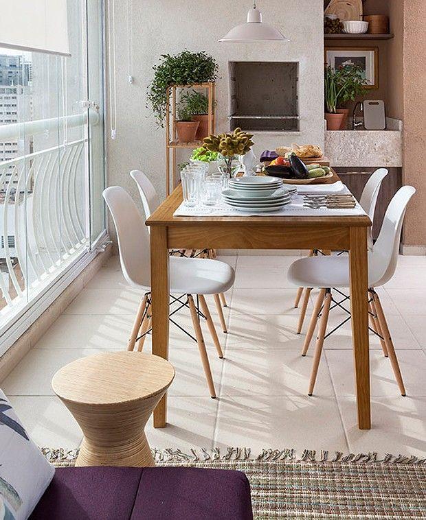 mesa clara para colocar na sua varanda