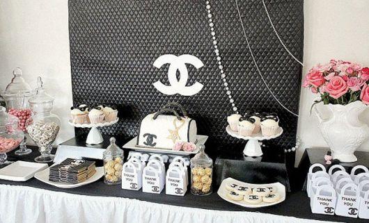Aniversario com decoração preto e branco