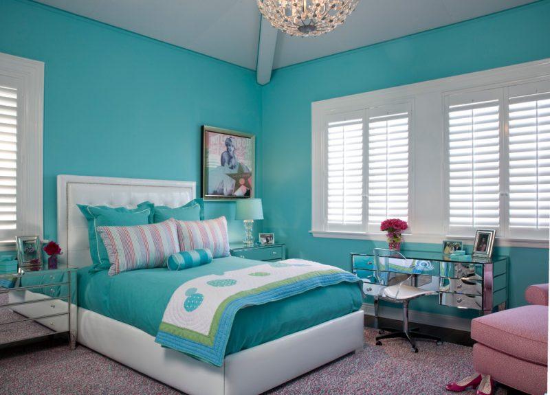 Azul em tonalidade neutra no quarto