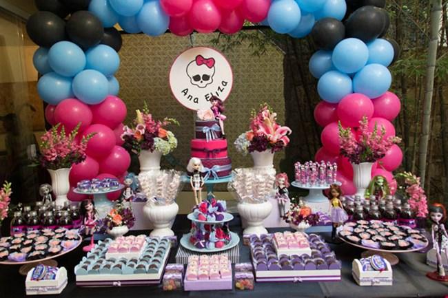 Balões rosas e balões azuis juntos