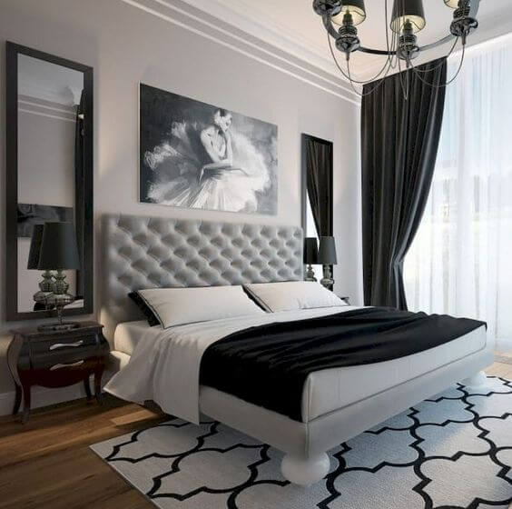 Cortinas pretas combinando com tons de branco no quarto de casal