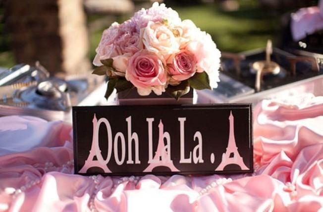 Detalhes em preto e rosa na decoração