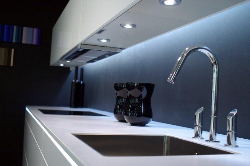 Led azul na iluminação para cozinha