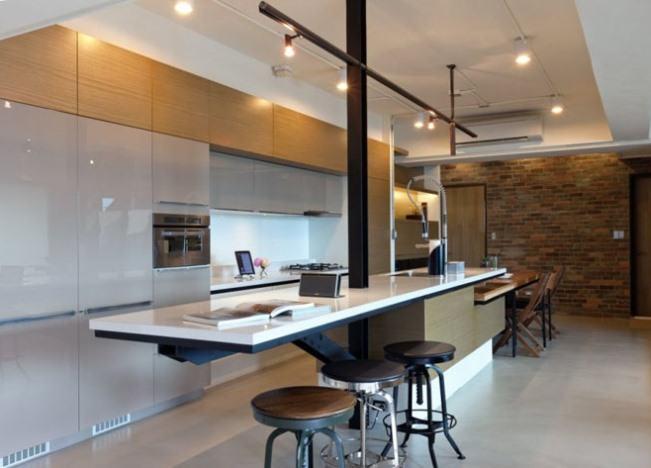 Longo trilho para compor a iluminação de cozinha