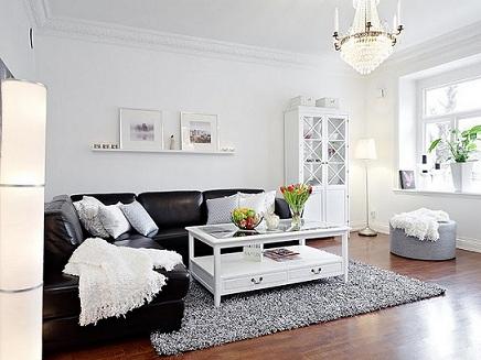 Misturando o preto com o branco na decoracao da sala
