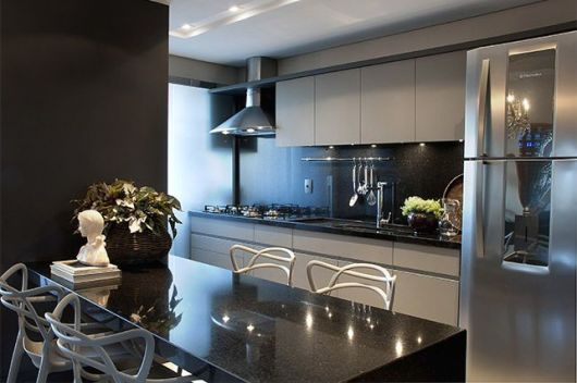 O cinza como cor neutra na cozinha