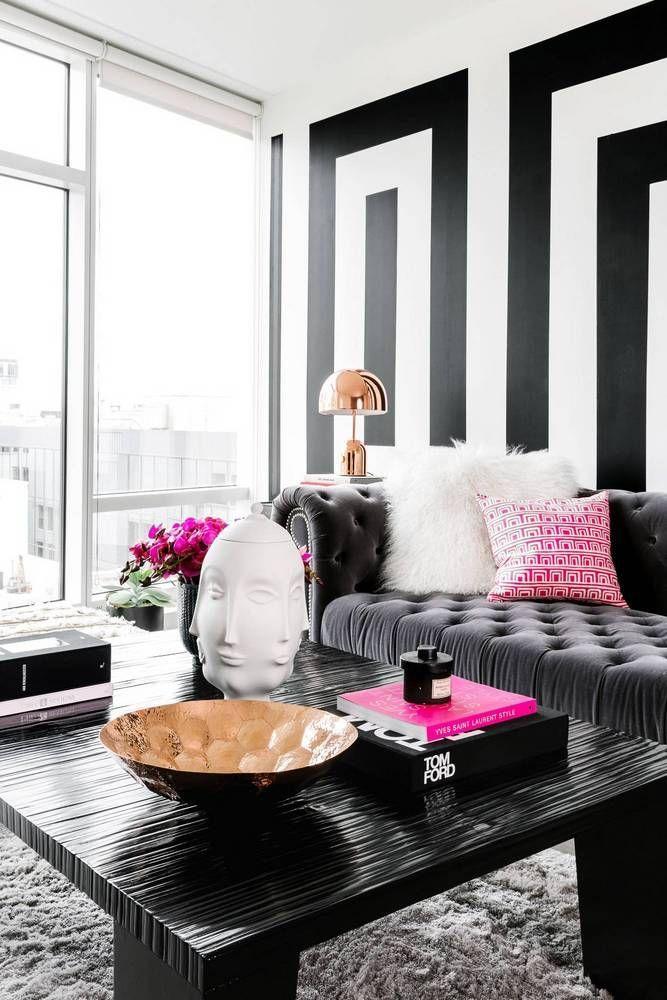 Preto branco e rosa na sala