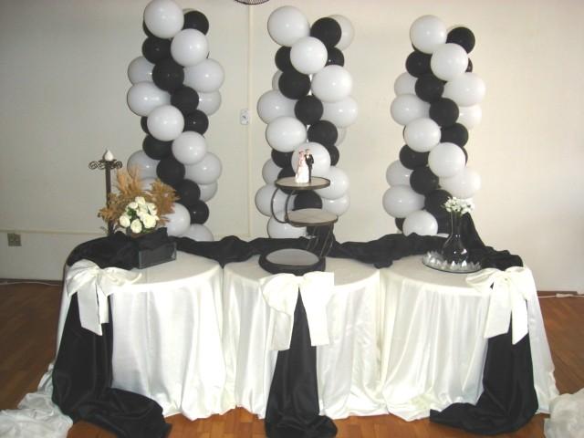 Simplicidade com decoracao preto e brenco