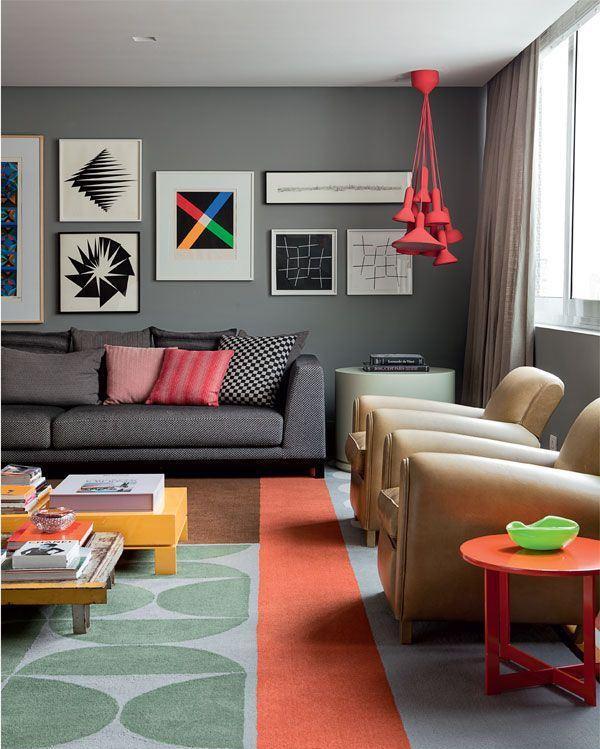 Usando cinza como a cor neutra da decoração na sala
