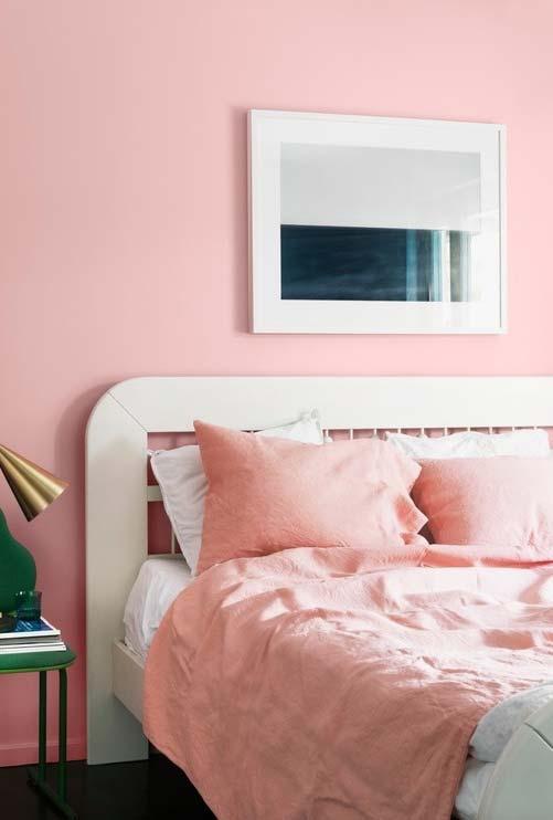 Usando rosa fraco como cor neutra no quarto