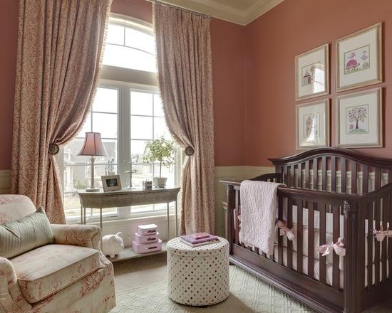 decoração feita em marrom e rosa