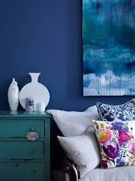 Azul na sua tonalidade petroleo no quarto