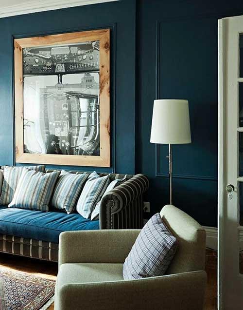 Azul petroleo na sua sala no sofa e na parede