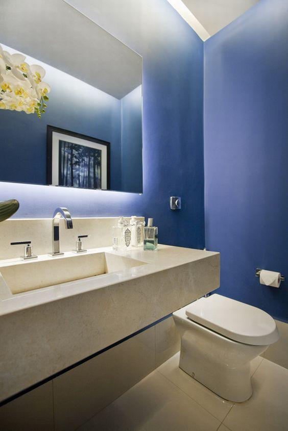 Azul petroleo no banheiro