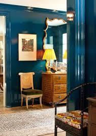 Azul petroleo perolizado nas paredes das sala de estar