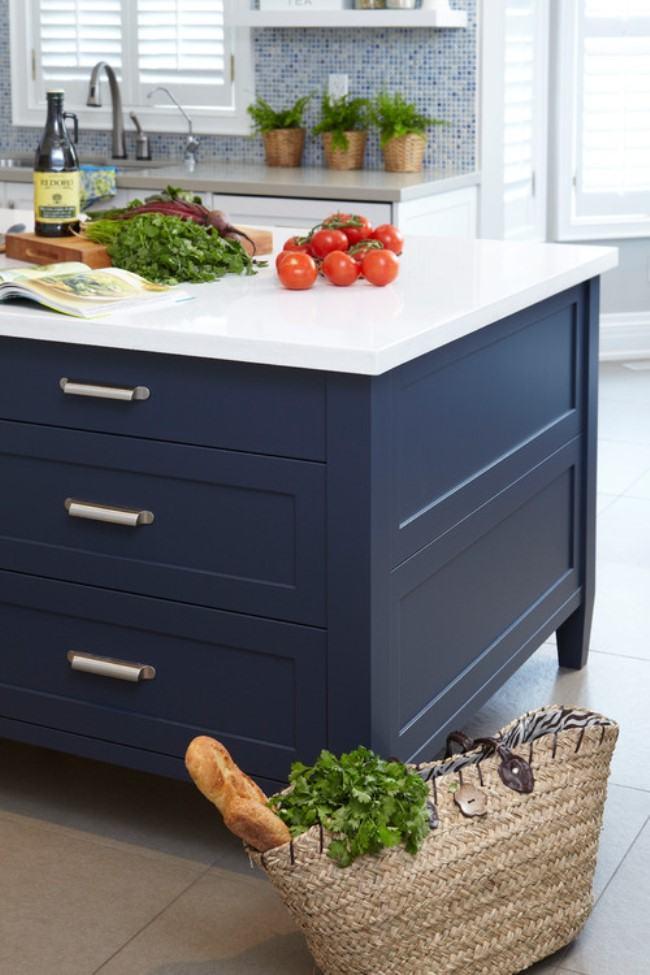 Cozinha nova com armário em azul petroleo