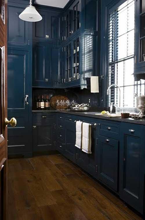 Mobilia da cozinha em azul petroleo