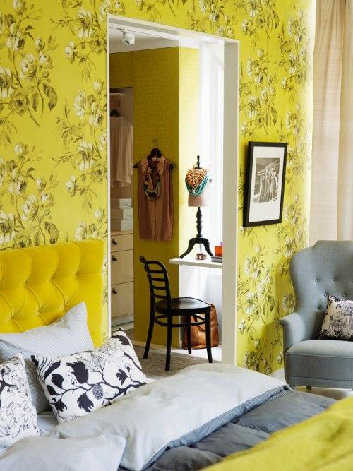 Quarto amarelo com peças cinzas de decoração sensacional