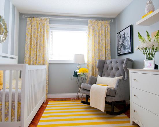Quarto com tapete amarelo e azul fraco nas paredes