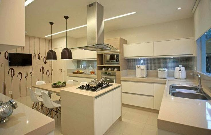 Branco na maioria das paredes dessa cozinha